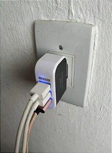 Tomada com 3 saídas USB