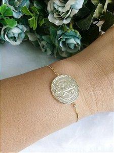 Pulseira medalha de São Bento fechamento regulável folheado em ouro 18k