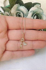 Colar pingente filho coração na mão cravejado cristais folheado em ouro 18k