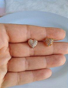 Brinco de coração com micro zircônias cravejadas folheado em ouro 18k