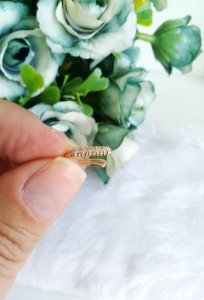 Piercing fake microcravejado zircônias brancas folheado em ouro 18k