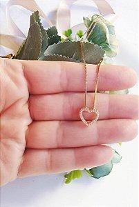 Colar coração cravejado love folheada em ouro 18k