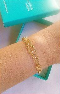 Pulseira corações vazados entrelaçados corrente tripla  banhado em ouro 18k