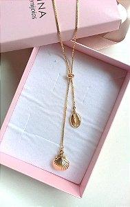 Colar gravata com búzio e concha regulável  banhada em ouro 18k