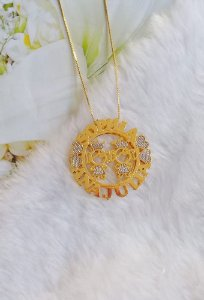 Mandala com nome dos filhos realeza banhada em ouro 18k (pz entrega 45 dias úteis)
