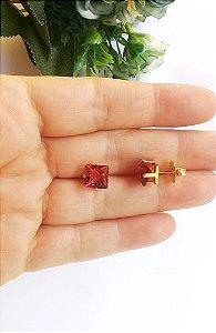 Brinco quadrado rosa fuchsia banhado em ouro 18k