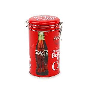 Lata de Metal Redonda Coca-Cola com Tampa Better With Coke Vermelha