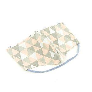 Máscara de Proteção de Algodão Modelo Bico de Pato Estampada Geométrica Cinza e Rosa
