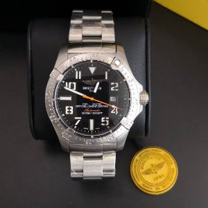 Breitling OFFICIELLEMENT - RJ36K2K8P