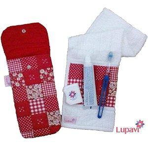 Kit Higiene Bucal com Toalha Higiênica Patchwork Vermelho