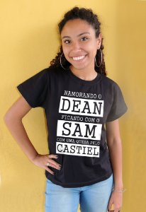 Camiseta Namorando o Dean, ficando com o Sam, com uma queda pelo Castiel Supernatural