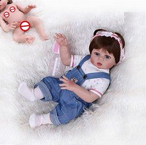 Bebê Reborn 100% Silicone, menina,  pode darBanho, calças jardineiras, 48cm