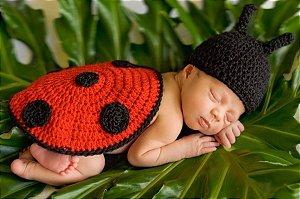 Newborn Joaninha de Crochê