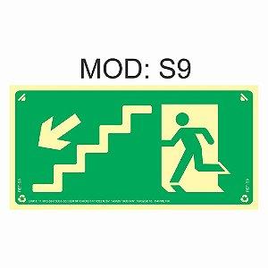 Placa Fotoluminescente S9 12x24cm Saída de Emergência Desde a Escada a Esquerda Orientação de Salvamento e Segurança Rota de Fuga Imprefix