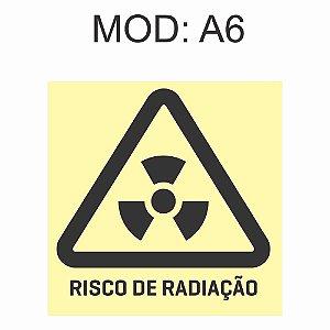 Placa Fotoluminescente A6 Risco de Radiação 20x20cm Sinalização Alerta Geral Rota de Fuga Imprefix