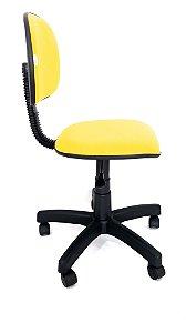Cadeira Giratória Estrutura em metal Assento e Encosto modelo Secretária espuma injetada revestimento em Corino  sem Braços