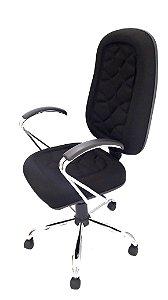 Cadeira Giratória Base em metal Assento e Encosto modelo Presidente espuma injetada 70mm com costura revestimento em Tecido cor preto Base e Braços Cromados