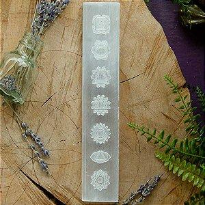 Bastão de Selenita Com Símbolos Dos Chakras