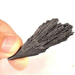 Pedra Vassoura de Bruxa Cianita Negra