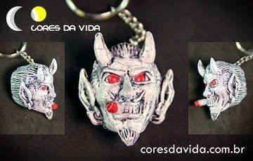 Chaveiro diabo branco/vermelho - FRETE GRÁTIS