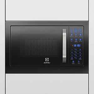 Micro-Ondas Electrolux MB38P de embutir, com função Grill e Painel Blue Touch, com frontal preto.