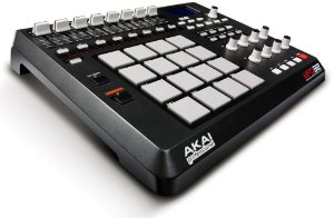 Controladora AKAI MPD 32 com 16 Pads