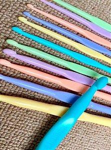 Kit de Agulhas Candy Plastico Colorido para Crochê com 12 unidades