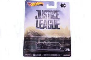 Carrinho Hot Wheels Premium Batmobile - Justice League DC Comics - DMC55 Mattel 2/6