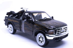 Ford F-350 1999 Super Duty 1:27 + Moto Harley Davidson FLSTB Night Train - Maisto 1:24
