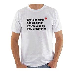 Camiseta Manga Curta iCuston GOSTO DE QUEM NÃO VALE NADA PORQUE CABE NO MEU ORÇAMENTO