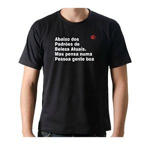 Camiseta Manga Curta iCuston ABAIXO DOS PADRÕES DE BELEZA ATUAIS. MAS PENSA NUMA PESSOA GENTE BOA.