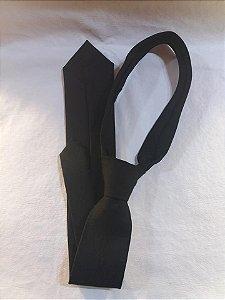 Gravata Preta c/ Emblema Preto com nó