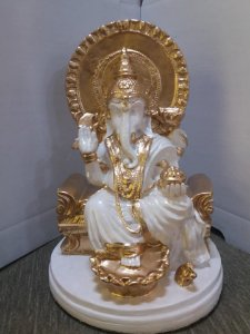 Estatua Ganesha em seu trono