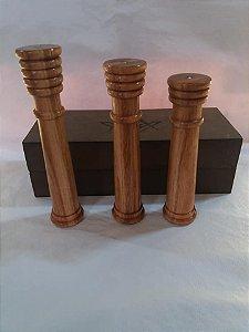Jogo de colunas em madeira