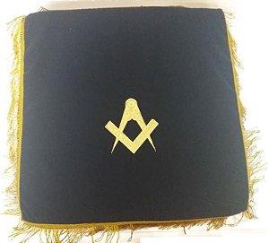 Almofada em veludo  bordada em dourado