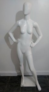 Manequim feminino juvenil