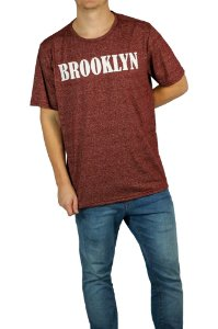 CAMISETA MANGA CURTA ESTAMPA BROOKLYN MOULINE COR BORDO