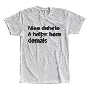 Camiseta Meu Defeito é Beijar Bem Demais