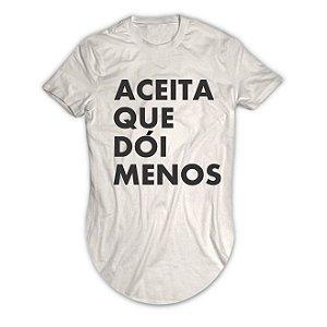 Camiseta Longline Aceita Que Dói Menos