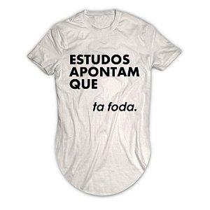 Camiseta Longline Estudos Apontam Que Ta foda