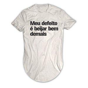 Camiseta Longline Meu Defeito é Beijar Bem Demais