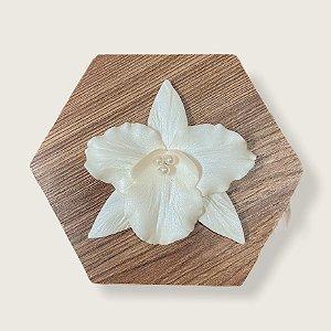 Presilha de orquídea perolada média em porcelana