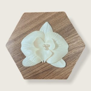 Presilha de orquídea perolada média em porcelana II