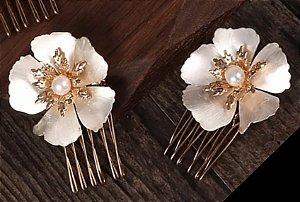 Kit com 2 pentes com flores dourados