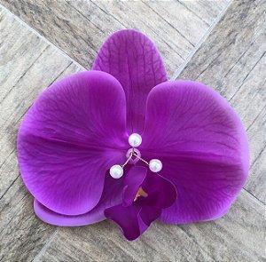 Presilha de orquídea com miolo de pérolas