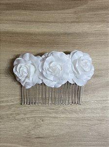 Pente trio de rosas brancas