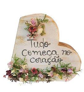 Coracao de Madeira para mesa com flores artificiais G