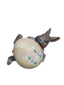 Coelho com ovo Letra H