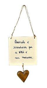 Placa para pendurar com coracao - Gratidao e reconhecer...