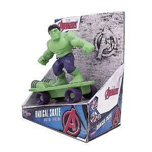 Skate Radical à Fricção Os Vingadores 20 cm Hulk Toyng 33670
